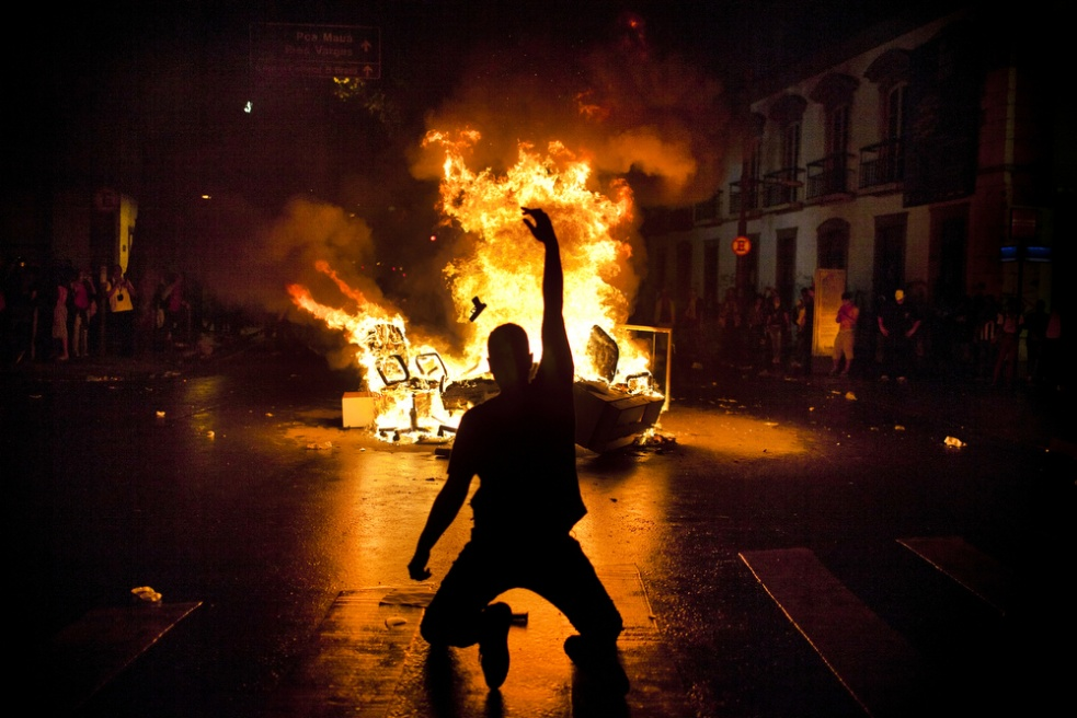 Art and Documentary Photography - Loading rioprotests004.jpg