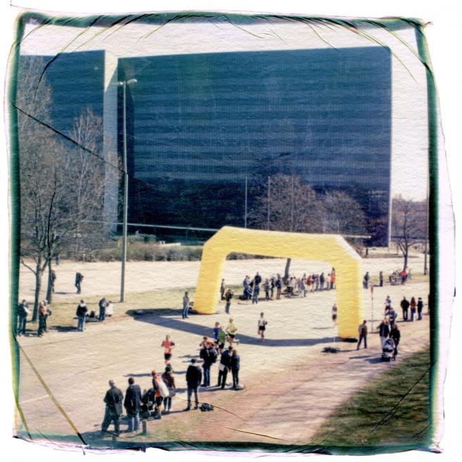 Art and Documentary Photography - Loading 28_13042101_Hamburgmarathon.jpg