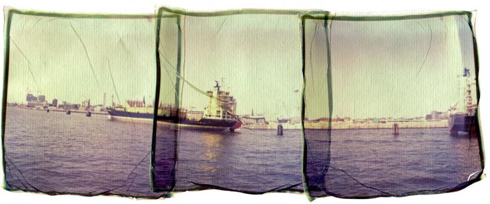 Art and Documentary Photography - Loading 65_13070701_HafenpanoramaHamburg.jpg