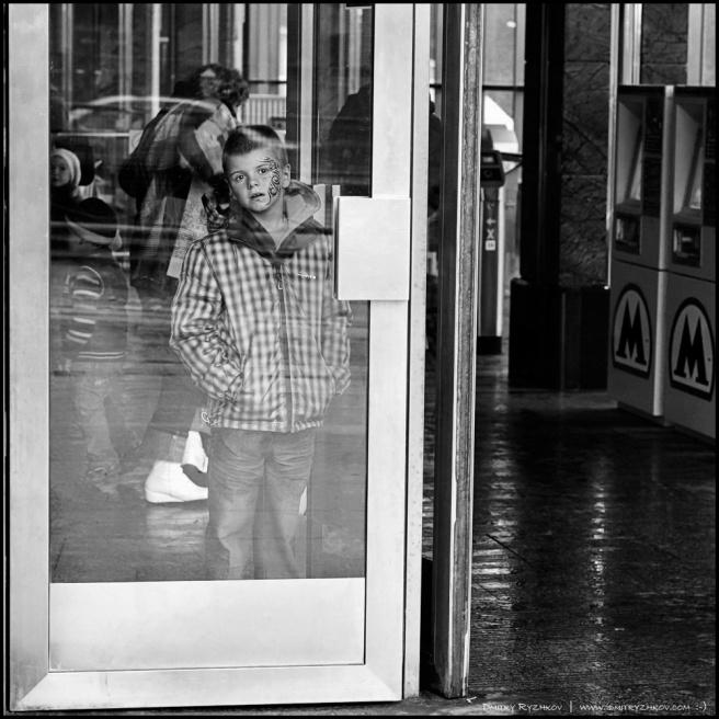Art and Documentary Photography - Loading 1_DSC1056за дверью кунцево.JPG