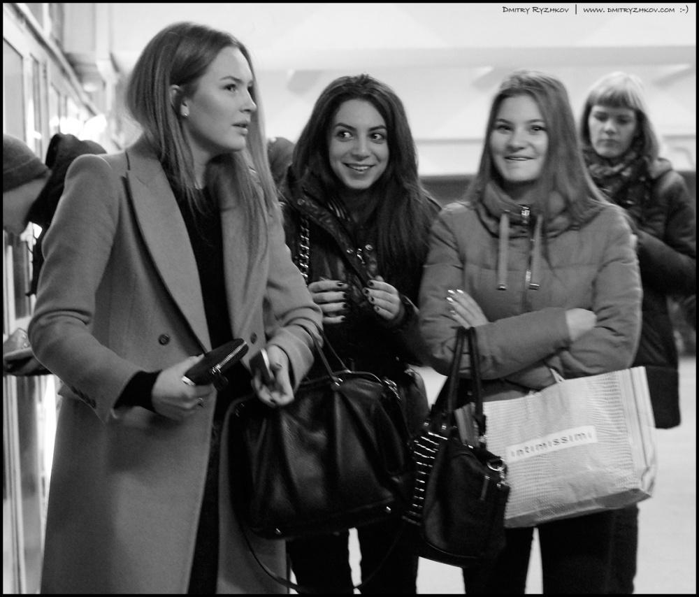 Art and Documentary Photography - Loading 1_DSC8584 три девицы на серпуховской.JPG