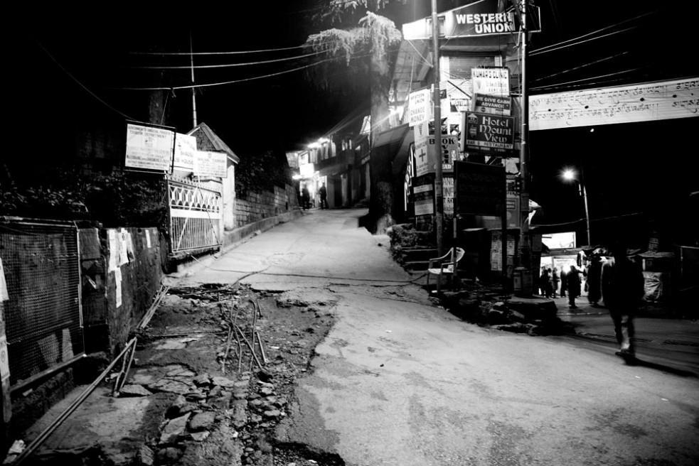 Art and Documentary Photography - Loading dharamsala02.jpg