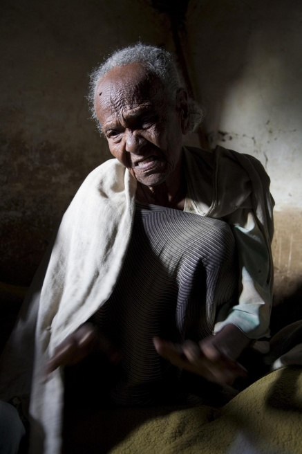 Art and Documentary Photography - Loading Wukro 02.JPG
