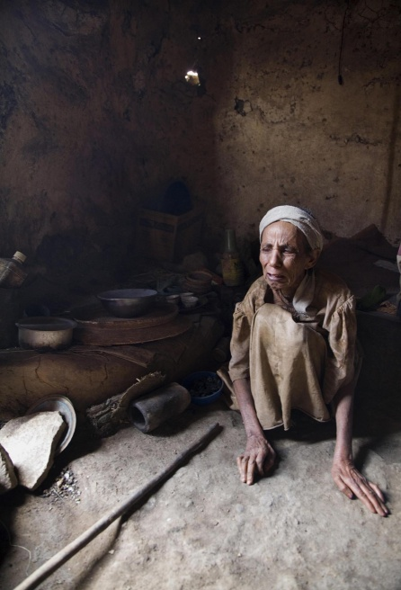 Art and Documentary Photography - Loading Wukro 08.JPG